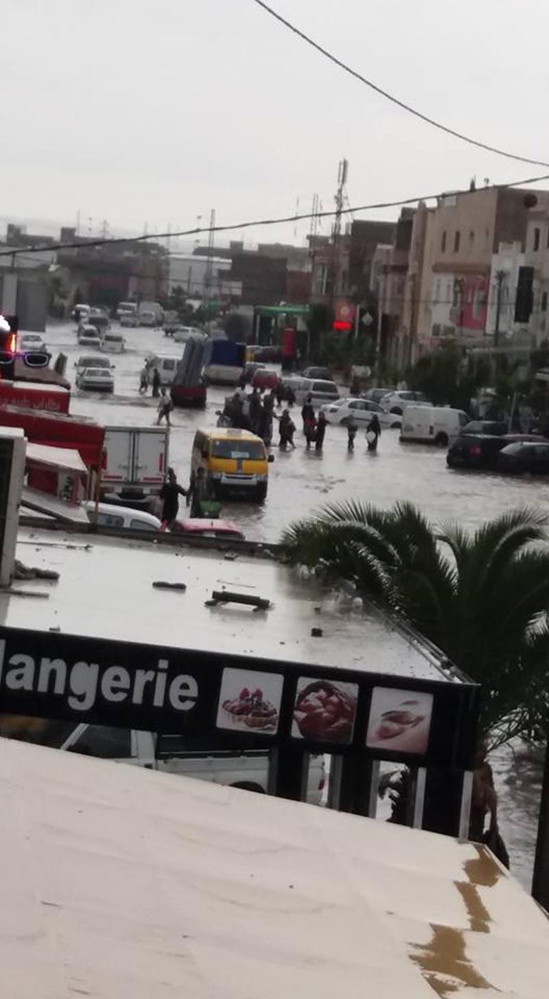 العاصمة: أمطار غزيرة بسيدي حسين تّشل حركة المرور