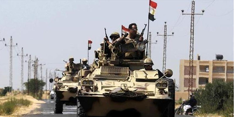 مقتل ضابط وإصابة مسؤول أمني بارز في تفجير مدرعة شمالي سيناء