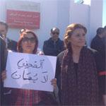 بالصور:  وقفة إحتجاجية لعدد من الصحفيين أمام مقر التلفزة الوطنية