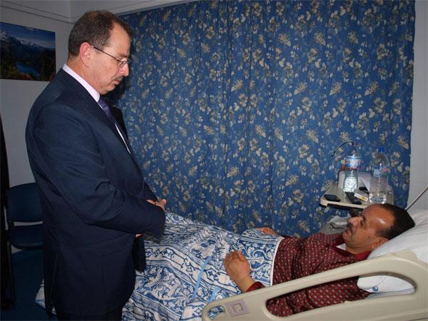 وزير الرياضة يعود فيصل الزمني رئيس الجامعة التونسية للجمباز إثر تعرّضه إلى وعكة صحية
