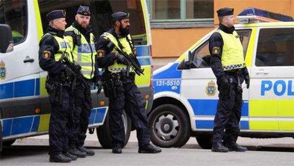 Une voiture fonce sur la foule à Stockholm: 3 blessés