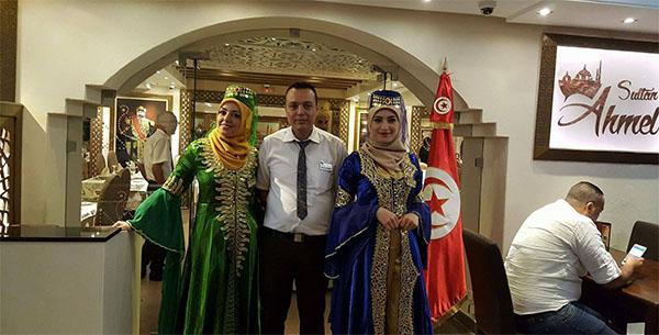 بعد شائعات ''شاورما القطط'': مطعم السلطان أحمد يرد بمجموعة من الصور