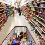 Les grandes surfaces s'apprêtent à baisser les prix de 19 produits alimentaires