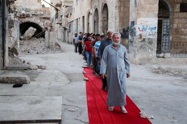 En photos : Projection et tapis rouge sur les ruine au sud d'Idlib, Syrie