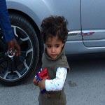 Des photos d'une petite fille abandonnée par sa mère devant l'Institut Salah-Azaïz indignent les internautes
