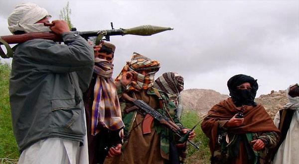 جماعة منشقة عن طالبان تنفي الولاء للزعيم الجديد للحركة
