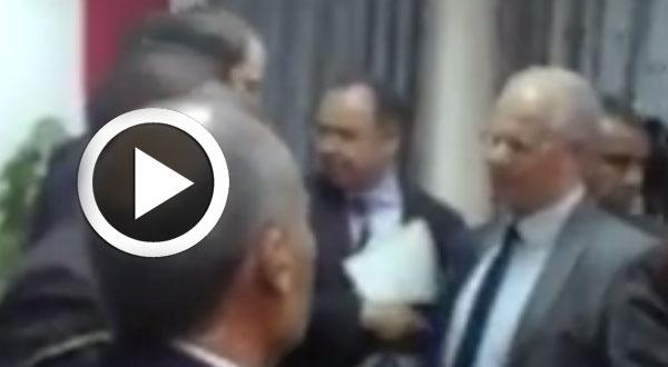 بالفيديو..لحظة مغادرة الشاهد و الوفد المرافق له مقر ولاية تطاوين