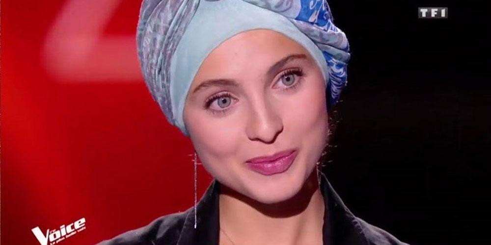 بالصور..نجمة The Voice تتعرّض للانتقادات بعد أن خلعت الحجاب