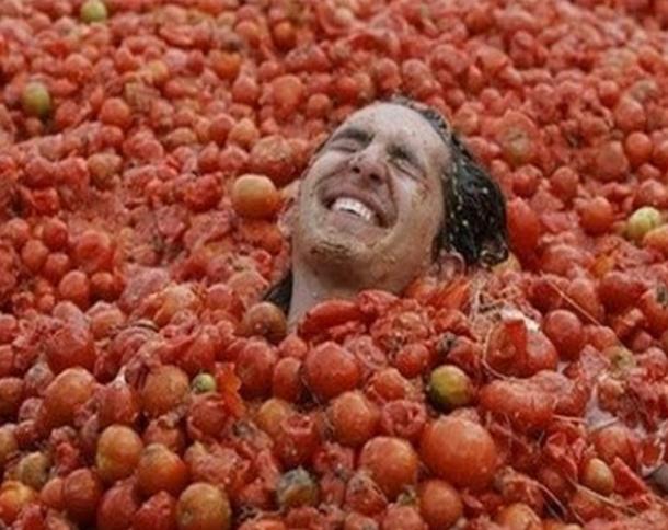 مهرجان التراشق بالطماطم في إسبانيا