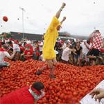 إسبانيا: 22 ألف شخص من جنسيات مختلفة يشاركون في مهرجان الطماطم