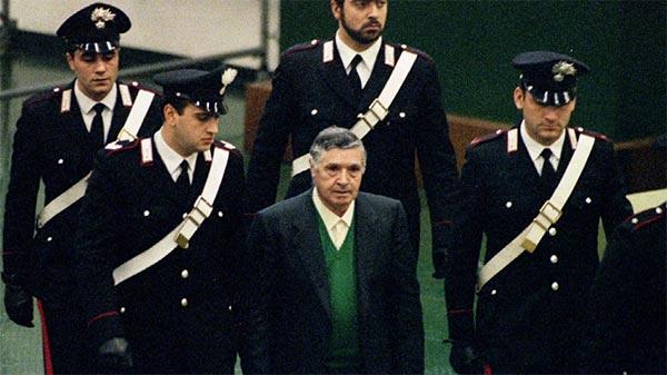 Mort de l'ancien chef suprême de la Cosa Nostra, « Toto » Riina