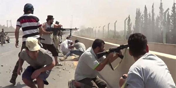 ليبيا : اشتباكات عنيفة في عدة مواقع بطرابلس