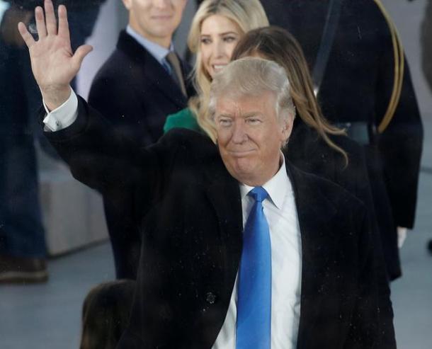 ترامب يقطع مكالمة هاتفية مع رئيس وزراء ايرلندا بسبب صحفية لفتت نظره