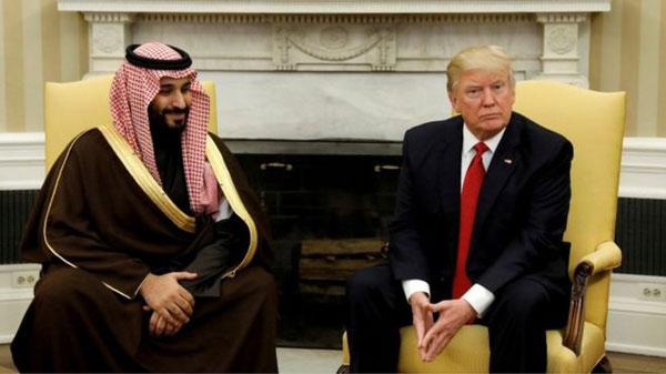 بالفيديو: أثار جدلا واسعا...هكذا رحّب أطفال وشباب السعودية بزيارة ترامب لبلدهم