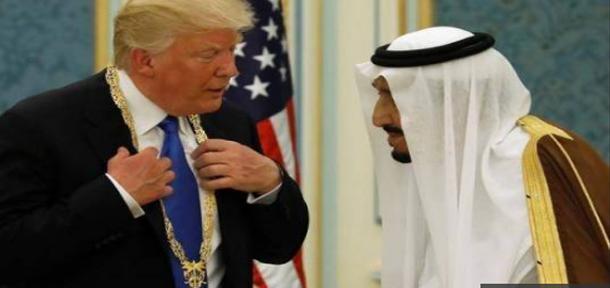 سعودي يؤدي مناسك العمرة نيابة عن الرئيس الأمريكي ترامب