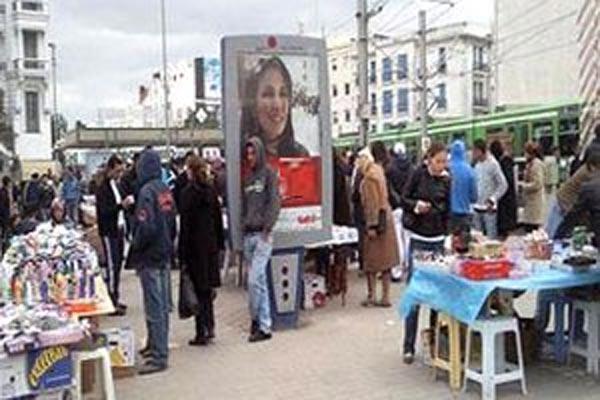 عشرات الباعة المتجولين يعودون للاحتجاج أمام مقر ولاية تونس