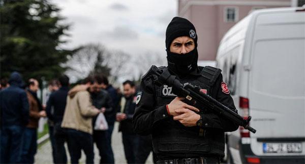 الأكبر من نوعه منذ الانقلاب الفاشل.. مقتل 35 مسلحاً خلال محاولتهم اقتحام قاعدة عسكرية بتركيا