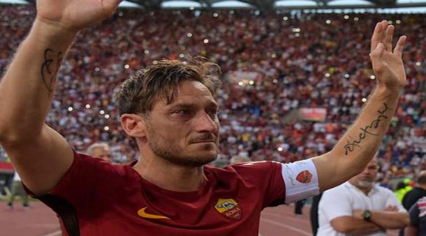 توتي نجم نادي روما الإيطالي يعلن اعتزاله