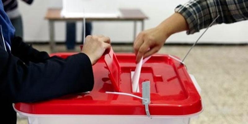 A Sousse un huissier notaire pour consigner l'ouverture des urnes