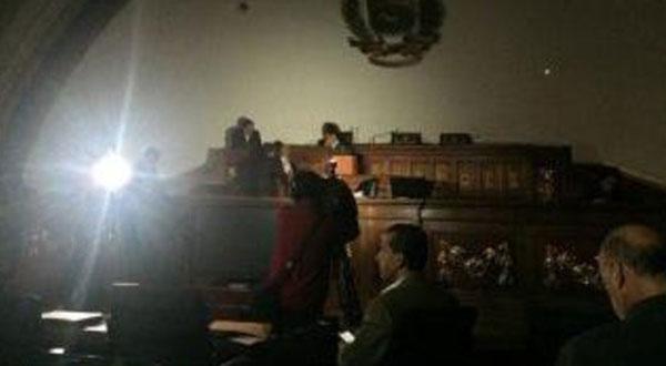 جلسة برلمانية حول الكهرباء في الظلام الدامس!