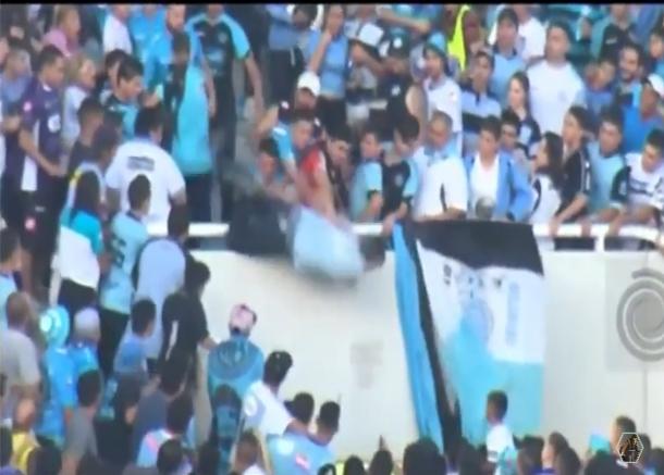 بالفيديو: مقتل مشجع أرجنتيني بعد رميه من المدرجات