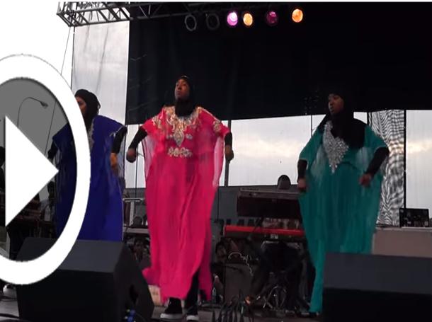 فيديو: مسلمات أمريكيات يرقصن الـ'هيب هوب' بالحجاب والعباءة