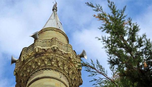 قرية تركية .. يصطحب سكانها مئذنة مسجدهم في حلهم وترحالهم