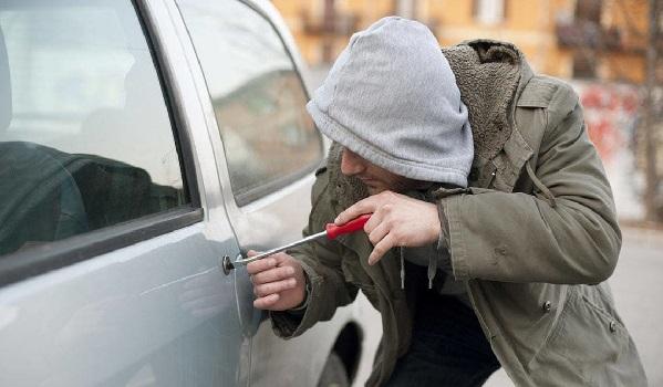 Un délinquant sème la terreur chez les propriétaires de véhicules