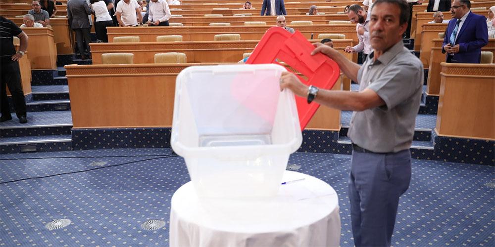 إنطلاق التصويت لسحب الثقة من رئيس مجلس نواب الشعب