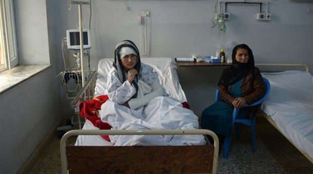 Afghanistan: Zarina, 23 ans, les oreilles coupées par son mari