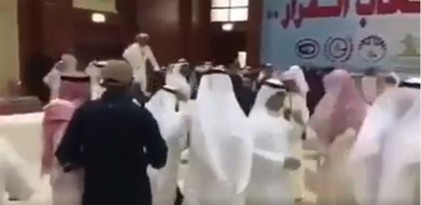 عاجل/ بالفيديو: نعتوهم بـ ''عيال موزة'': الوفد القطري يضرب الوفد السعودي في اجتماع مجلس التعاون الخليجي