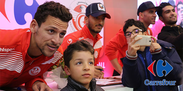 Séance de dédicace avec les joueurs de l'équipe nationale de football à Carrefour La Marsa