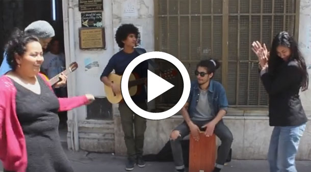بالفيديو تشجيعا للفن : عزف، غناء و رقص عفوي بقلب العاصمة