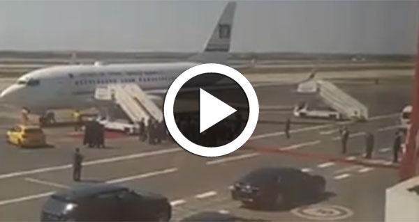 بالفيديو: وصول  الباجي قائد السبسي مطار المنستير لإحياء ذكرى وفاة الحبيب بورقيبة