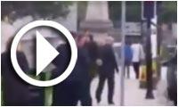 فيديو.. رجل يحتك برئيس الوزراء البريطاني ديفيد كاميرون ويسبب هلعاً أمنياً