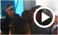 بالفيديو : القبض على شخص يحمل بطاقة الهيئة العليا للانتخابات ويحاول التاثير على المنتخبين