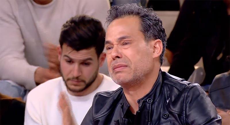 بالفيديو: محمد علي النهدي ينهار ويكشف سبب مرض والدته بالزهايمر