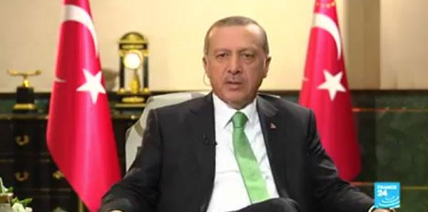 Erdogan explique comment il a échappé aux putschistes