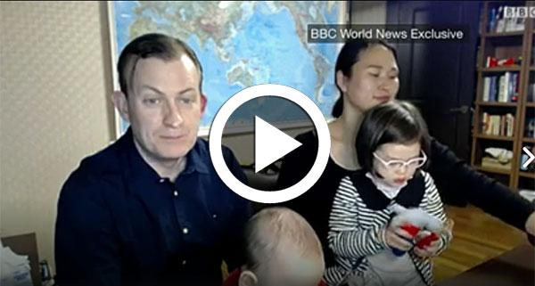 كواليس فيديو الطفلين اللذين أفسدا مقابلة والدهما مع ''بي بي سي''