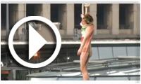 En Vidéo : Les femen accueillent Rohani à Paris
