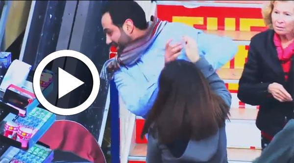 فيديو :فتاة تضرب زوجا عنّف زوجته و تثير إعجاب رواد مواقع الإجتماعي