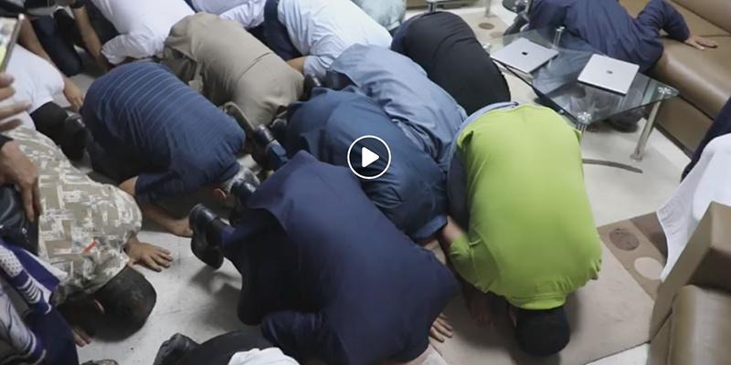 فيديو: سجود الغنوشي وقيادات النهضة بعد نتائج الإنتخابات