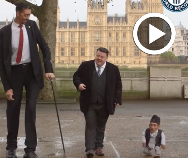 فيديو طريف : أطول و أقصر رجلين في العالم يلتقيان لأوّل مرّة