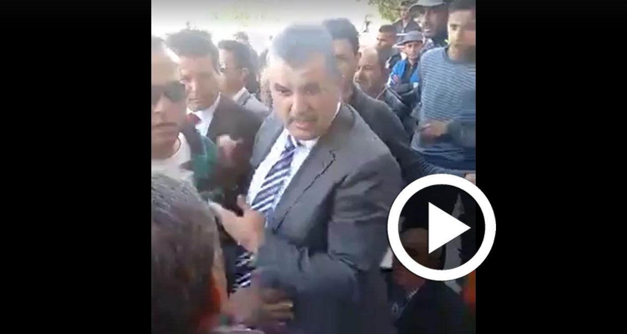 بالفيديو: طرد الهاشمي الحامدي من تطاوين واتهامه بالركوب على الأحداث