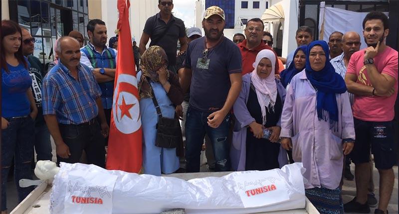 بالفيديو: عمال قناة حنّبعل ''يشيّعون نعشها'' بعد الصمت المتواصل من السلطات