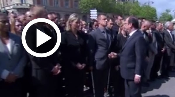 Un policier refuse de serrer la main de François Hollande