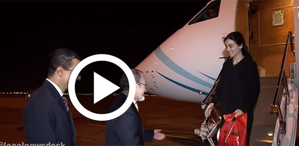 بالفيديو: لحظة وصول نوران حواص إلى سلطنة عمان بعد إطلاق سراحها في اليمن