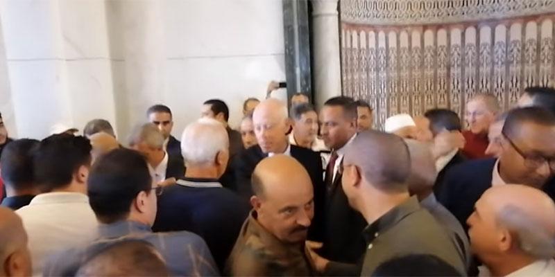 بالفيديو، قيس سعيد يصلي صلاة الجمعة في جامع مالك إبن أنس بقرطاج
