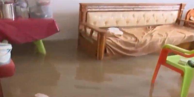 بالفيديو : هكذا بدت منازل المواطنين بحي السلام بالزهروني إثر إنفجار قناة جلب المياه