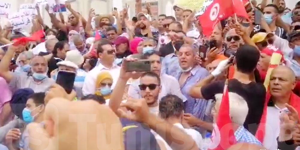 بالفيديو: وقفة احتجاجية تنديدا بالإجراءات الاستثنائية